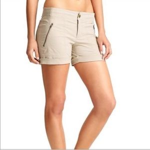 Athleta Trekkie shorts 4 small tan khaki